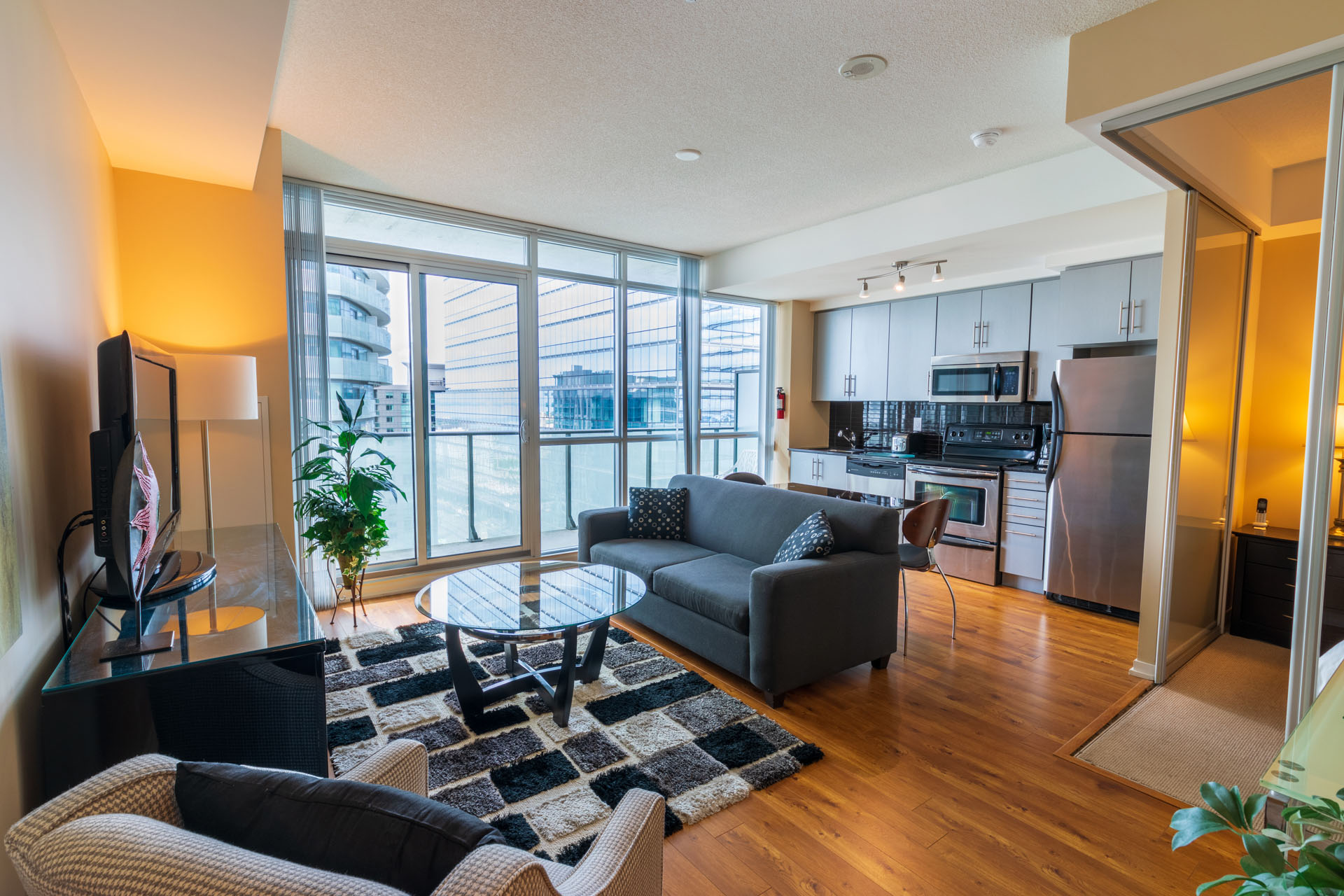 Suite Rental at Maple Leaf Square Downtown Toronto Living Room, Kitchen
