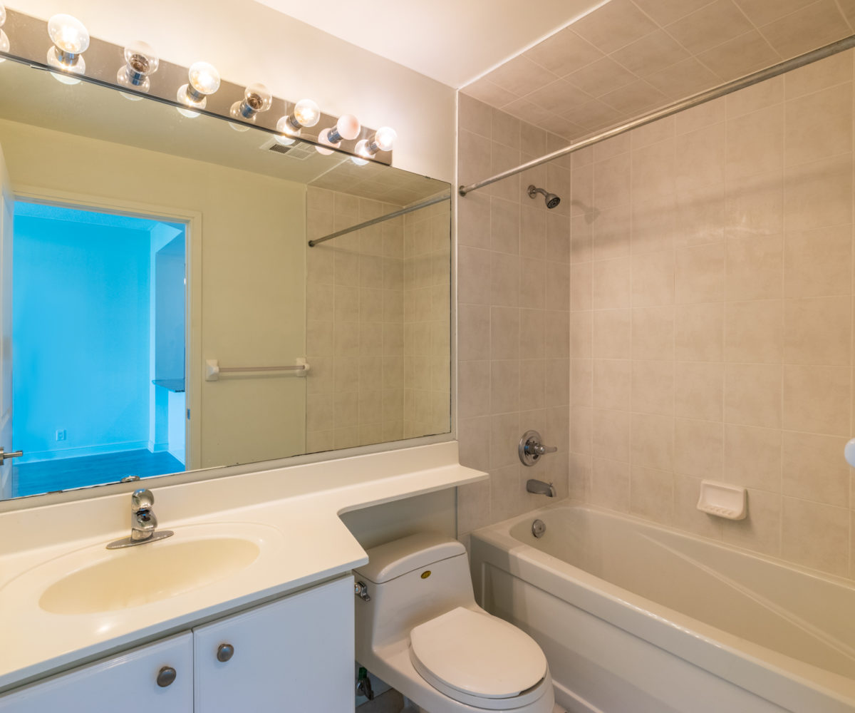 Affordable Mississauga Condo for Rent at 90 Absolute Washroom