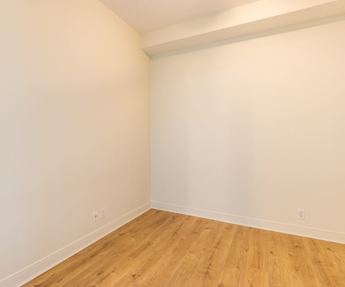 Mississauga Apartment for Rent at 90 Absolute Inside Den Laminated Floor