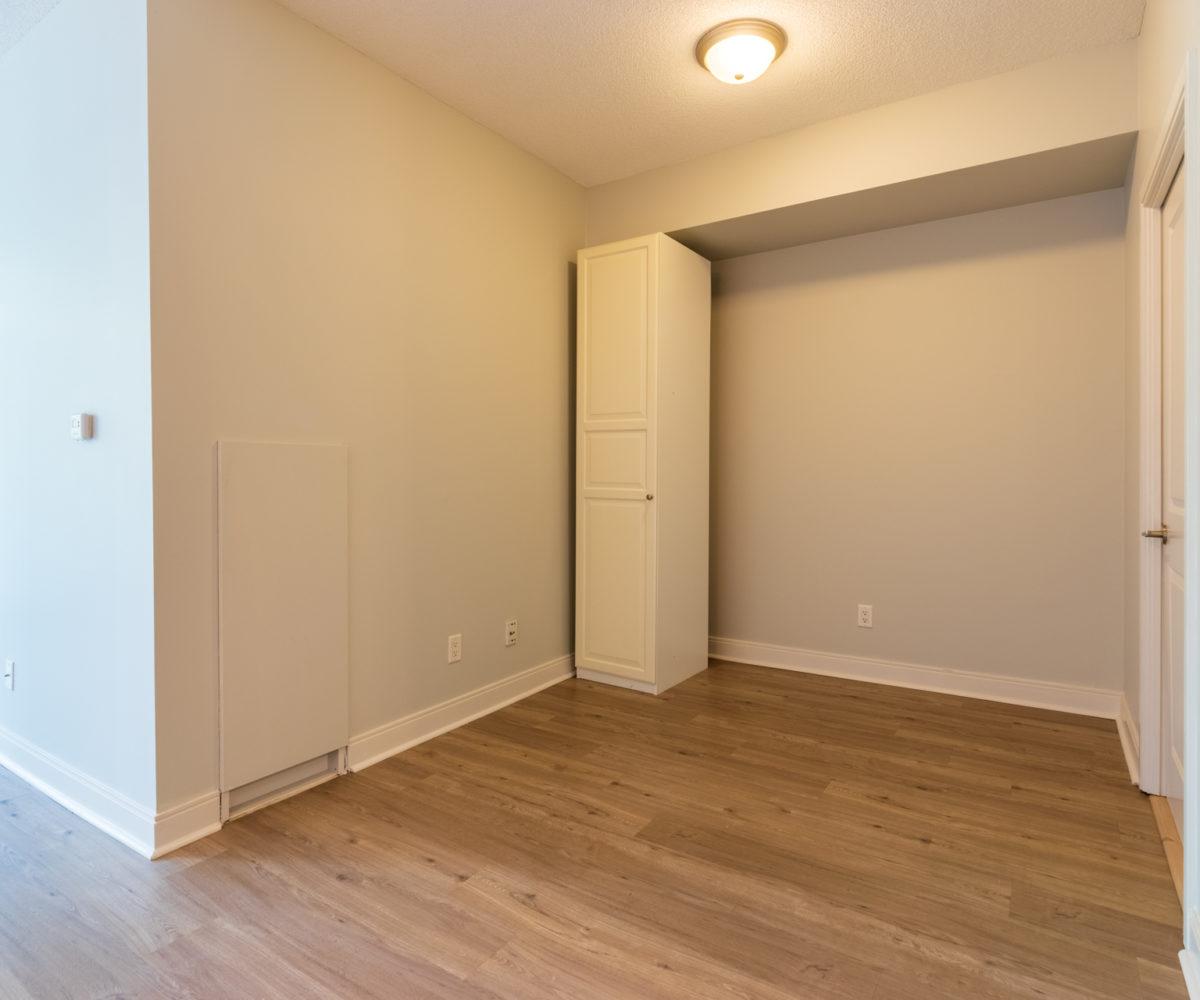 Rental Suite, Den