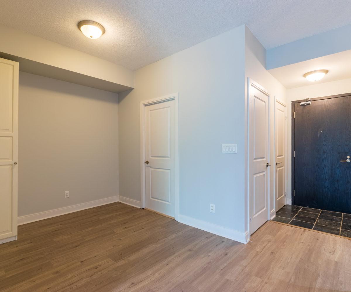 Rental Apartment, Den, Entrance