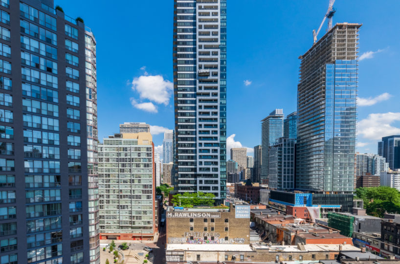 Rental Condo located at Wellesley On The Park Downtown Toronto