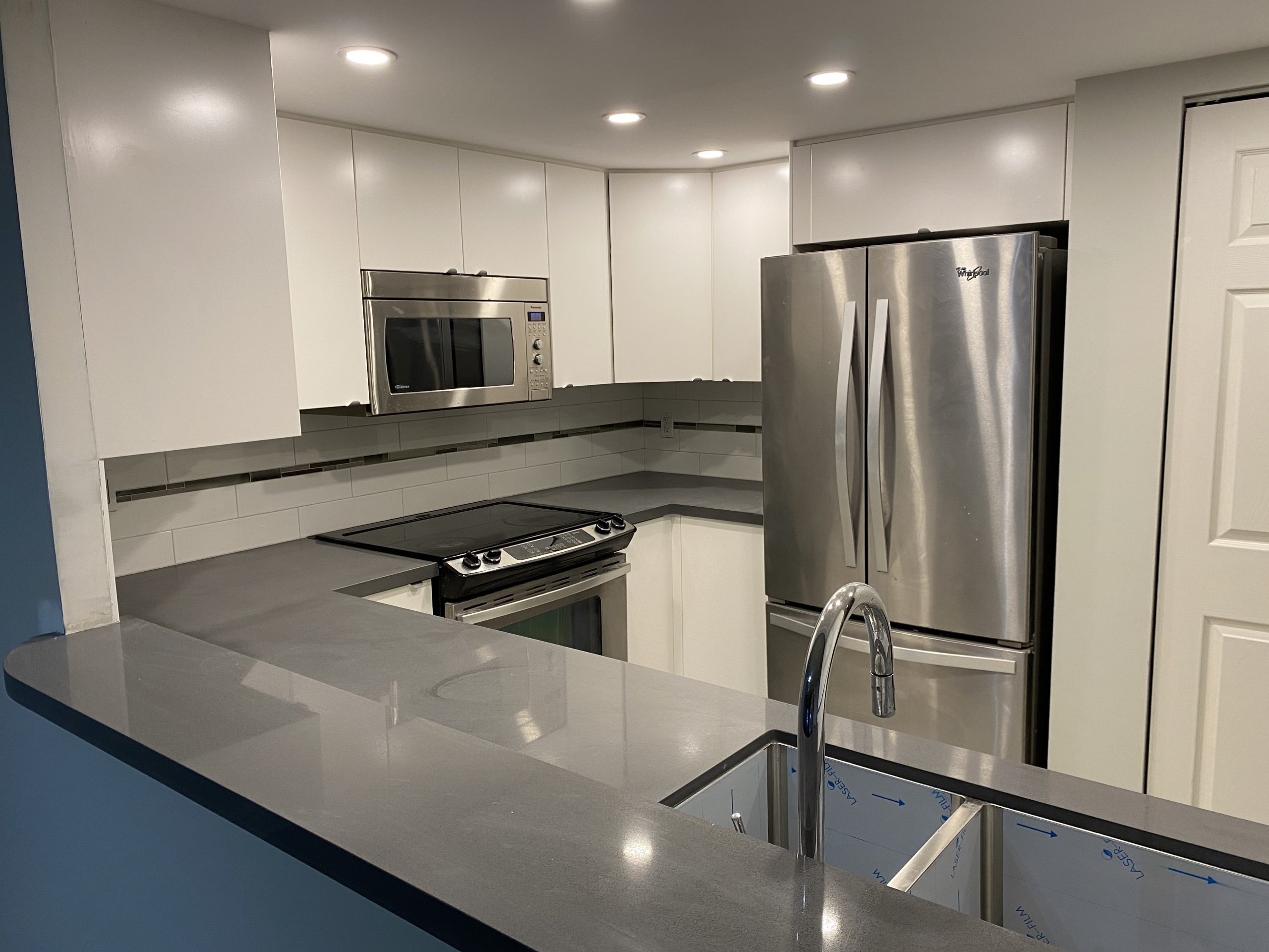 Today Living Group- Empire Plaza- One-bedroom+den for rent