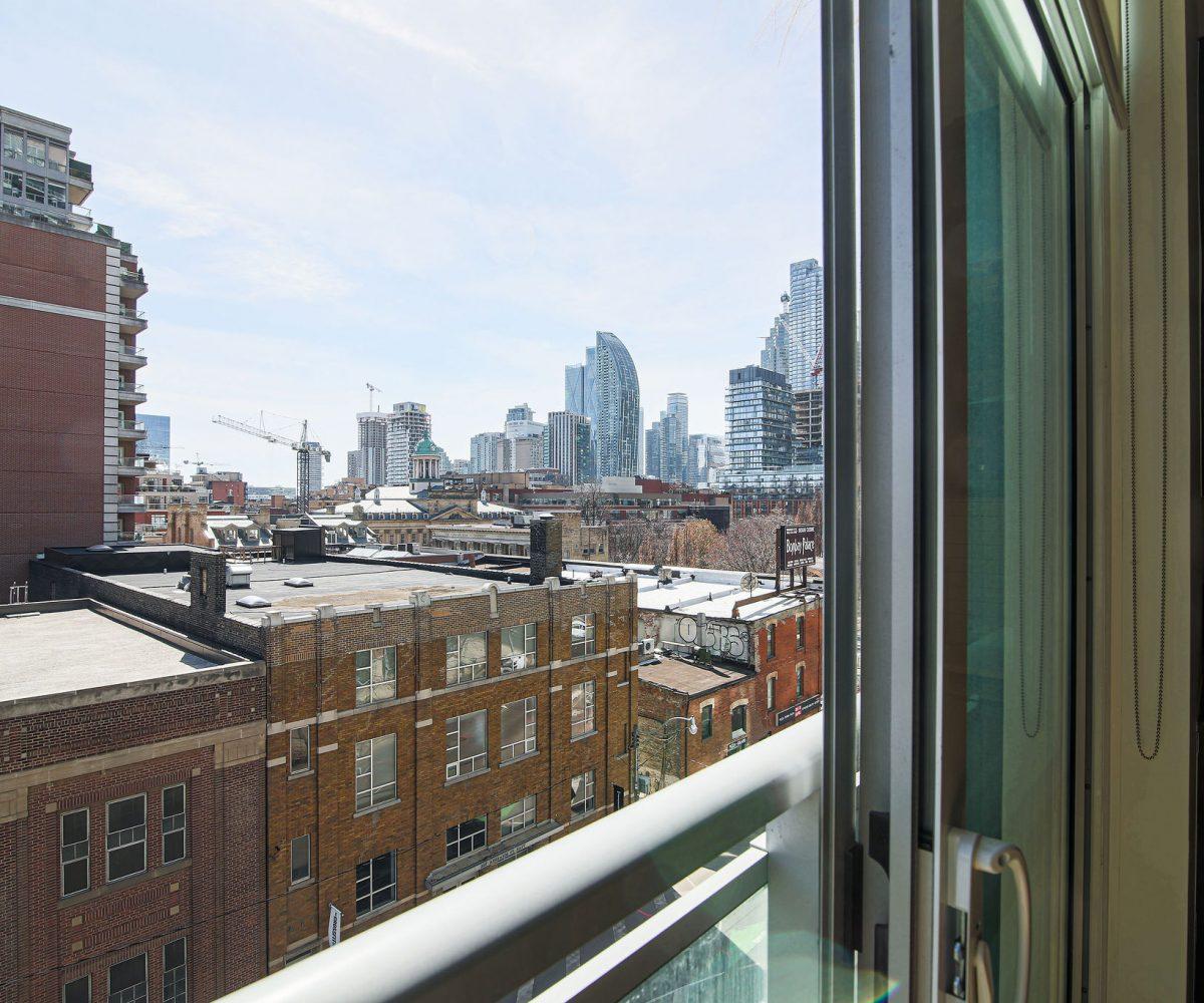 1+Den Toronto